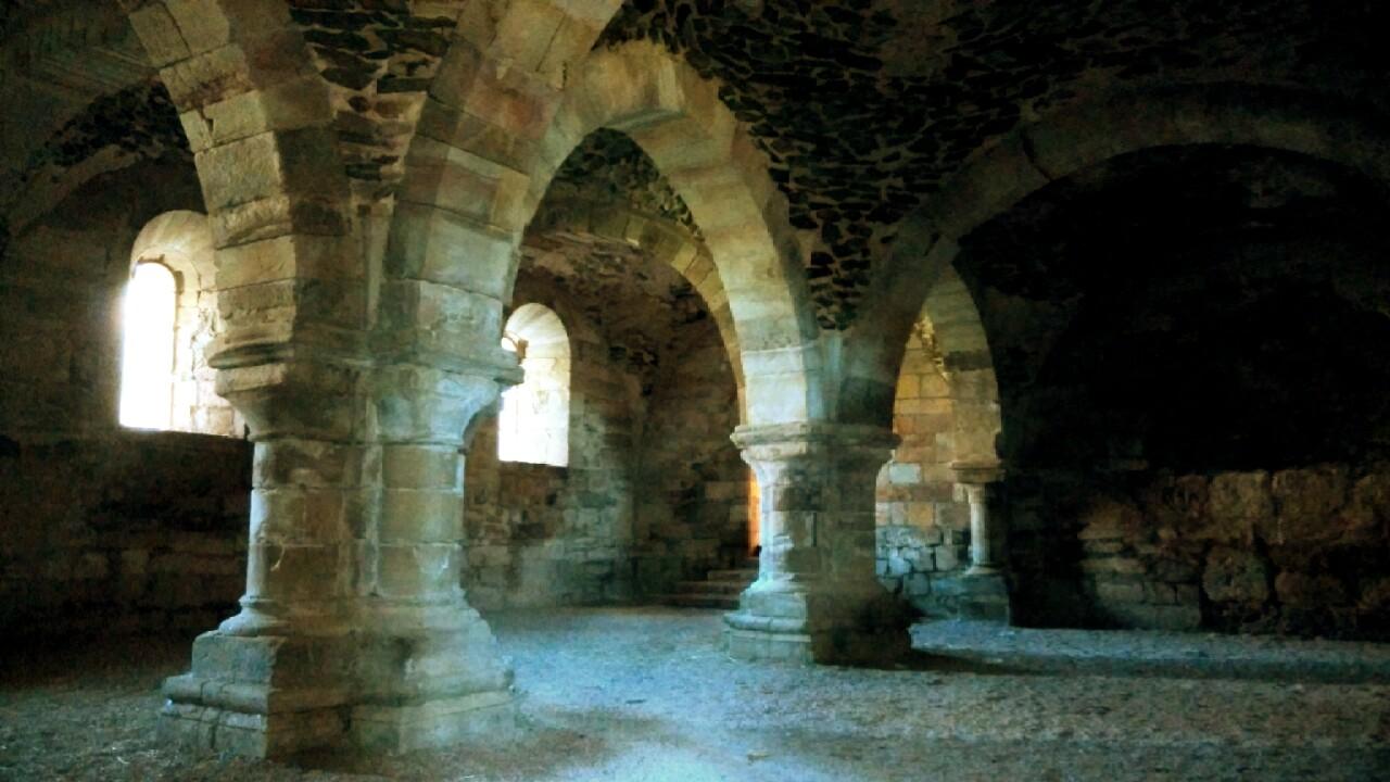 Sala de los monjes del Monasterio de Santa María de Moreruela (s. XII)