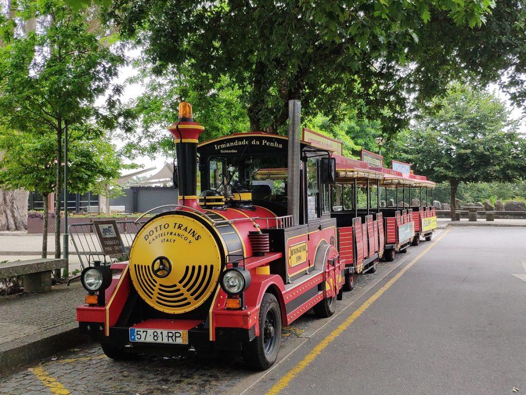 Tren turístico en los jardines del Santuario de la Penha
